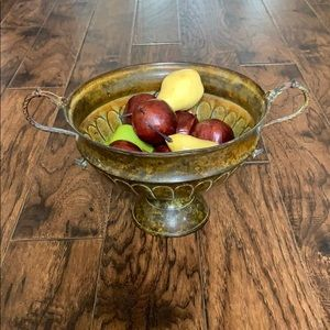 Beautiful metal bowl, gold/yellow distressed look